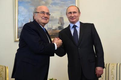 В інтернеті висміяли фото президента ФІФА з Путіним