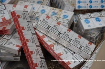 На Буковині прикордонники затримали 30 ящиків контрабандних цигарок