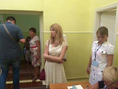 На виборах у Чернігові нардеп звинуватила чернівчанина у сексизмі