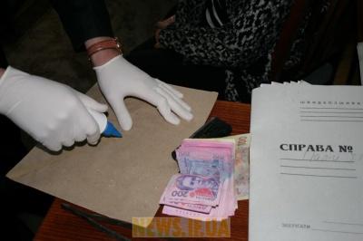 На Буковині міліціонер отримав 5 тисяч хабара за закриття карної справи