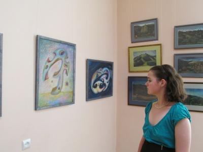У художньому музеї Чернівців презентували виставку абстрактного мистецтва (ФОТО)