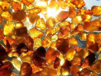На Буковині «прикрили» підпільний цех з обробки бурштину