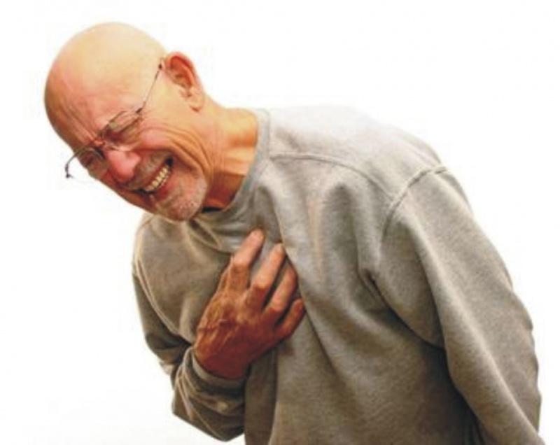 У Калуші на порозі лікарні врятували чоловіка, в якого стався серцевий напад