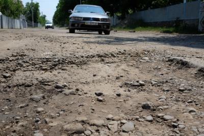Ремонт доріг на Буковині пригальмовує спека, - голова ОДА