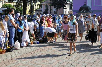 Чернівчани святкують Яблучний Спас (ФОТО)
