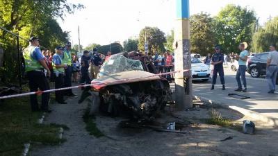 Учасники ДТП біля DEPOTy у Чернівцях у важкому стані, - медики