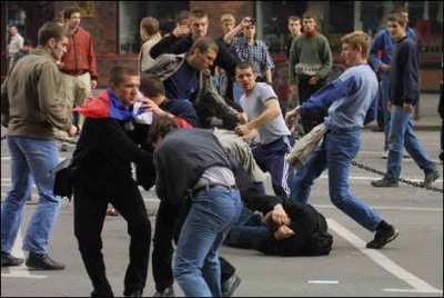 На Буковині підлітки жорстоко побили чоловіка, який не дав їм цигарку