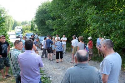 У Чернівцях люди протестують проти забудови, яка може завалити їхні будинки (ФОТО)