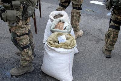 """У держкомпанії """"Укрбурштин"""" стверджують, що затримані 2,6 тонни бурштину цілком легальні"""