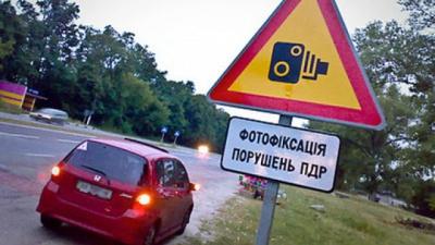 Порошенко подписал закон о фото- и видеофиксацию нарушений ПДД и штрафные баллы