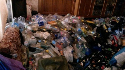 В історичній частині Чернівців виявили квартиру-сміттєзвалище (ФОТО)