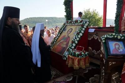 Митрополит Онуфрій звершив літургію в Новодністровську