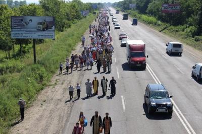 Буковинці йшли хресним ходом за мир (ФОТО)