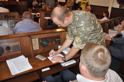 У Чернівцях більшість депутатів так і не прийшла до військкомату