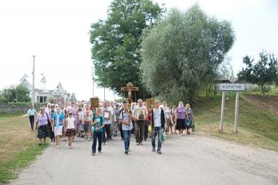 Буковинці пройшли хресним ходом на Аннину гору, де правитиме митрополит Онуфрій (ФОТО)