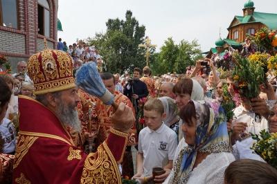 Митрополит Онуфрій на Буковині на Маковея освятив мед і трави (ФОТО)