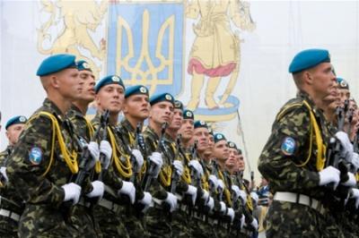 Солдати-строковики отримуватимуть по 2,5 тисячі гривень