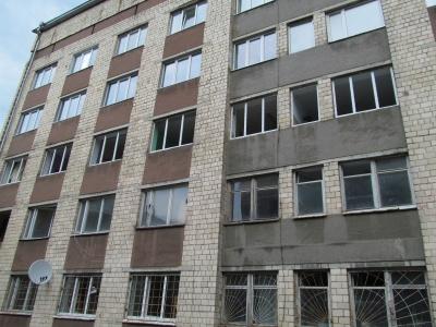 В гуртожитках ЧНУ міняють вікна (ФОТО)