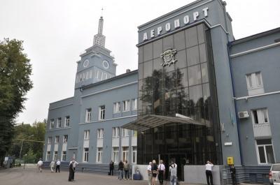 Аеропорт буде збитковим навіть з літаком до Києва, - мер Чернівців