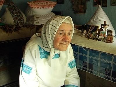 На Прикарпатті живе бабуся без світла і газу, і пам'ятає Ольгу Кобилянську (ВІДЕО)