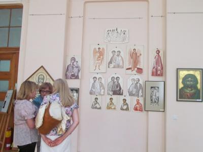 У Чернівцях відкрили виставку художника, що малював устами (ФОТО)