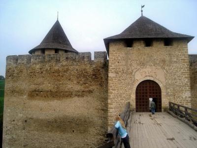 Хотинська фортеця ХІІІ століття в раритетних фотографіях