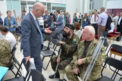У Києві за 12 тисяч продали картину бійця з Буковини, що втратив руку в АТО