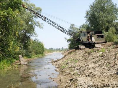 У Вашківцях на Буковині розчищають річку, щоб не було повені