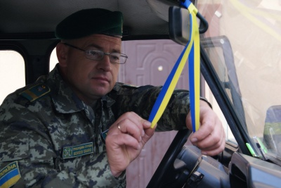 На Буковині прикордонники вручали подорожуючим українську символіку (ФОТО)