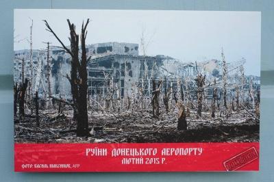 """У галереї ратуші Чернівців """"Правий сектор"""" презентував фотовиставку про війну і Майдан (ФОТО)"""
