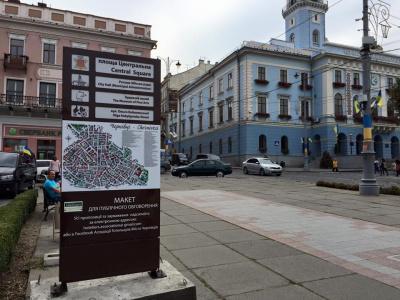 Головний архітектор Чернівців розкритикувала туристичну стелу на Центральній площі