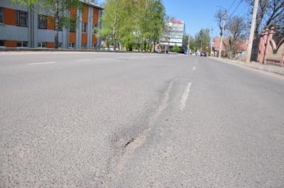 Вулицю Каспрука у Чернівцях почали ремонтувати
