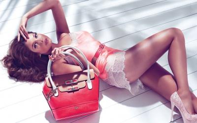 Що жіноча сумка може розповісти про характер