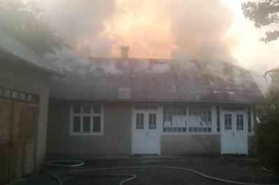 Через дитячі пустощі на Буковині згорів будинок