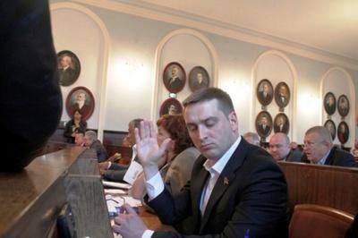 Депутат Бешлей вирішив здобути третю вищу економічну освіту на стаціонарі