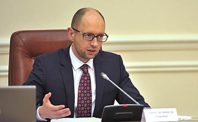 Яценюк доручив перевірити ціни на бензин у зв'язку з подешевшанням нафти