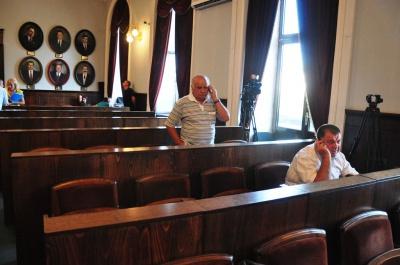 Депутати міськради розбіглись до понеділка, не завершивши сесію