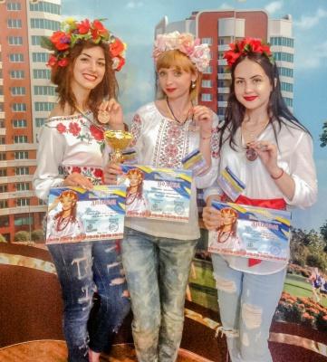Майстрині школи краси із Чернівців здобули третє місце на фестивалі у Києві
