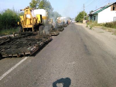 Дорогу на Буковині ремонтують за новітніми технологіями