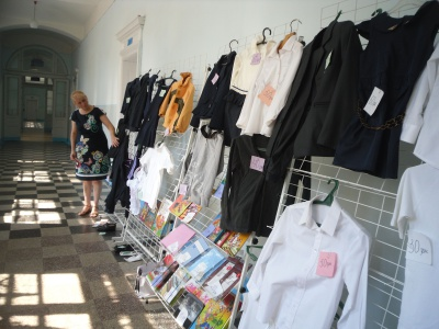 У Чернівцях шкільну форму розпродують для допомоги АТО