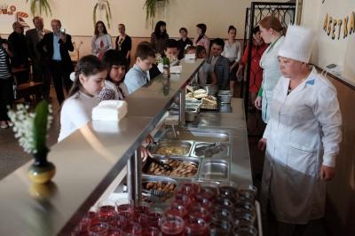"""""""Шведські столи"""" у школах Чернівців запрацюють у другій половині вересня"""