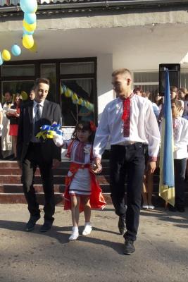 У школі №6 Чернівців провели патріотичний Перший дзвоник (ФОТО)