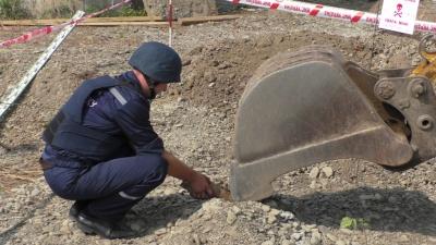 На будові в Чернівцях екскаватор викопав снаряд
