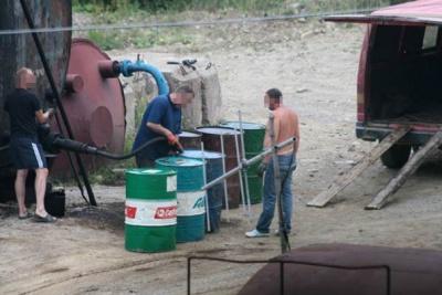 На Буковині посадовці крали нафту бочками (ВІДЕО)