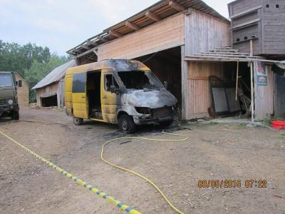 На Буковині активісту вночі спалили мікроавтобус