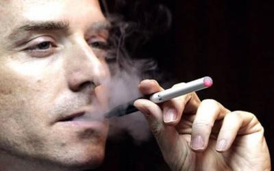 Чоловікам із великою зарплатою легше кинути палити