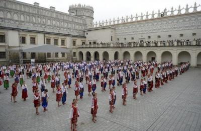 У Польщі встановили світовий рекорд за кількістю танцюючих гопак (ВІДЕО)