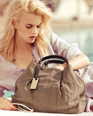 Чим небезпечна жіноча сумочка
