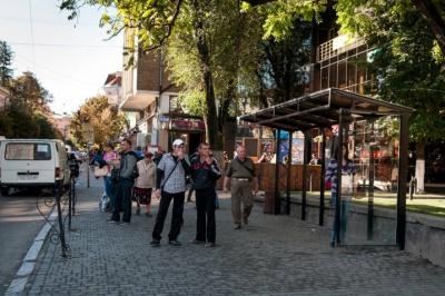 На вулиці Ватутіна в Чернівцях облаштували зупинку