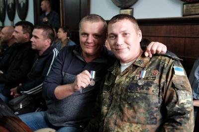 Учасників АТО з Чернівців нагородили нагрудними знаками (ФОТО)